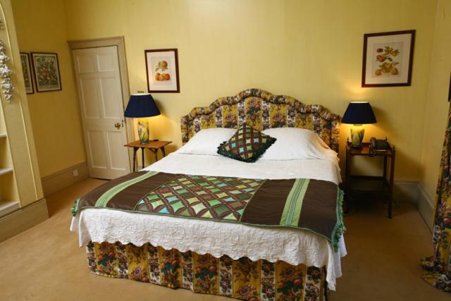 Headboards; Bed valances; Bedspreads; Interiors; Interior design; Soft furnishings; Soft furnishing designer; Soft furnishings design, cushions, cushion design